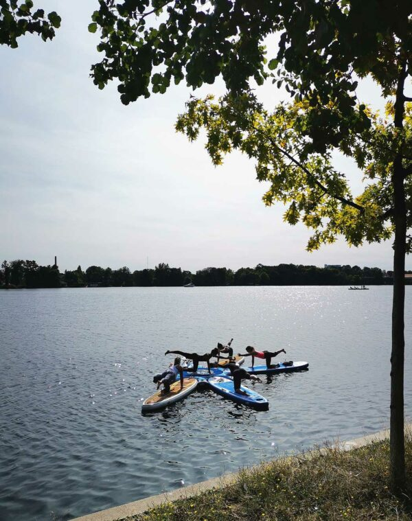 GTS-ISLAND-HEALTH-&-FITNESS-in-Aktion-Sport-Yoga-Fitness-auf-dem-Wasser