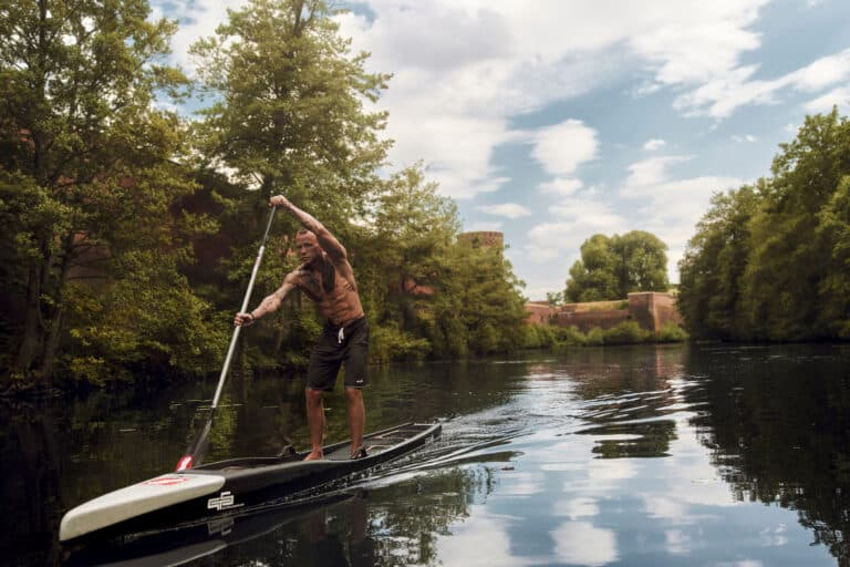 Learn how to paddle properly on the Touringboard from GTS. Fully immerse the paddle blade to ensure a good run-out with your paddleboard.