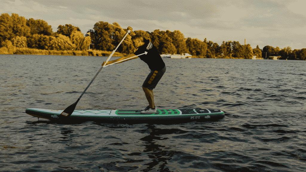 Paddeldreick bilden um besseres Geradeaus paddeln mit de, SUP zu ermöglichen